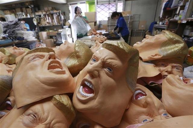 Mặt nạ ứng viên Tổng thống Mỹ Biden bất ngờ bán chạy như tôm tươi-2