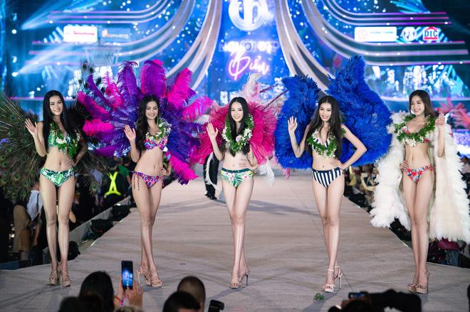 Bỏng mắt clip Top 35 HHVN 2020 trình diễn bikini đúng kiểu Victoria's Secret, vedette Tiểu Vy khoe vòng 1 đồ sộ qua camera thường-2
