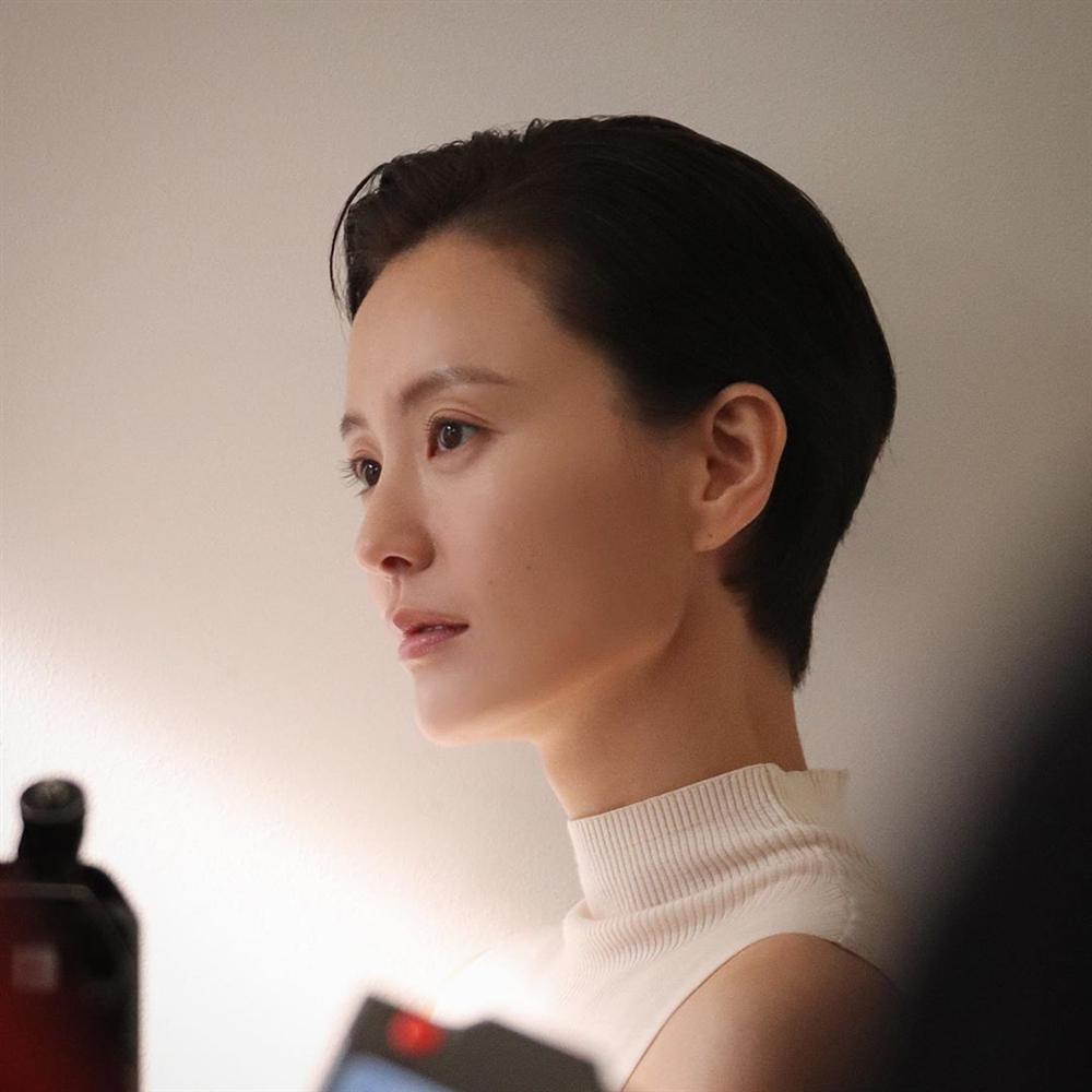 4 kiểu tóc giúp nàng công sở trông trẻ hơn ít nhất 5 tuổi mà chẳng hề cưa sừng làm nghé-6