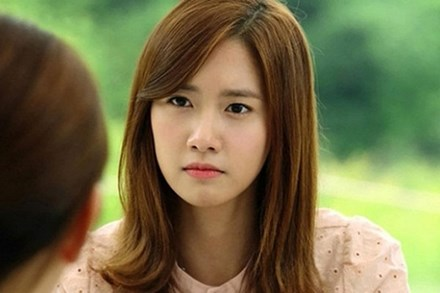 Đưa bạn gái đi ăn cùng công ty mà cô ấy cứ lấm lét nhìn họ, đến cuối bữa, một đồng nghiệp ghé tai hỏi tôi một câu mà tôi giật mình