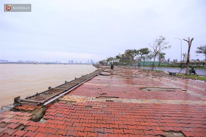 Ảnh: Lần đầu có cảnh nước sông Hàn dâng cao, tràn lên đường gây hư hại đường phố, vỉa hè-12