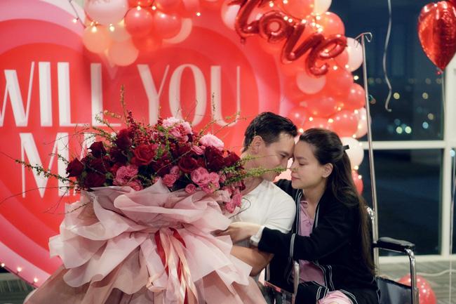 Hồ Ngọc Hà - Kim Lý lần đầu xuất hiện sau màn cầu hôn gây sốt, nhan sắc thật của mẹ bỉm sữa gây chú ý-2