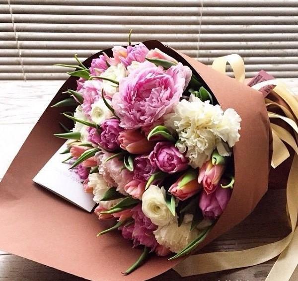 Mách bạn cách chọn và cắm hoa chào mừng ngày Nhà giáo Việt Nam 20/11 thật trang trọng, ý nghĩa-6