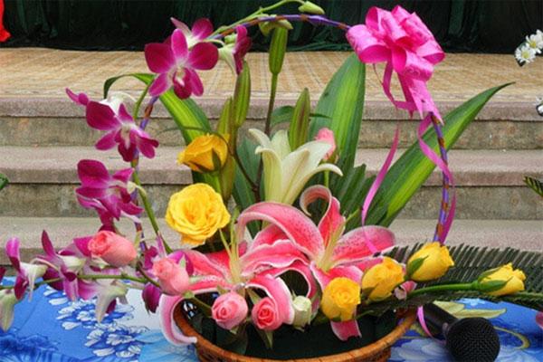 Mách bạn cách chọn và cắm hoa chào mừng ngày Nhà giáo Việt Nam 20/11 thật trang trọng, ý nghĩa-11