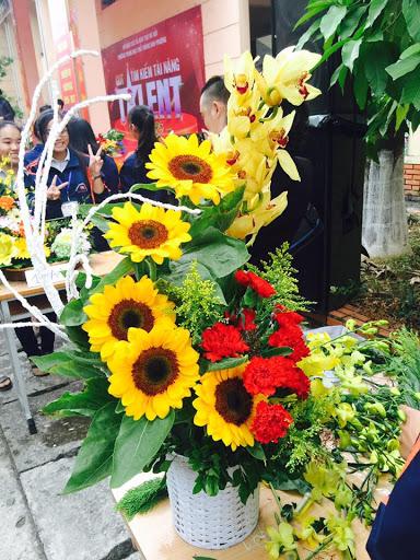 Mách bạn cách chọn và cắm hoa chào mừng ngày Nhà giáo Việt Nam 20/11 thật trang trọng, ý nghĩa-12