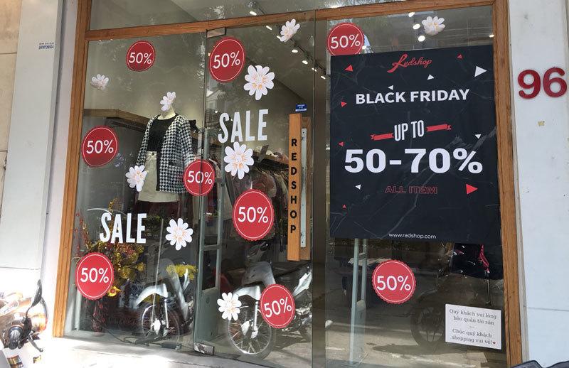 Chưa đến Black Friday đã bão giảm giá, quần áo giá 2.000 đồng-3