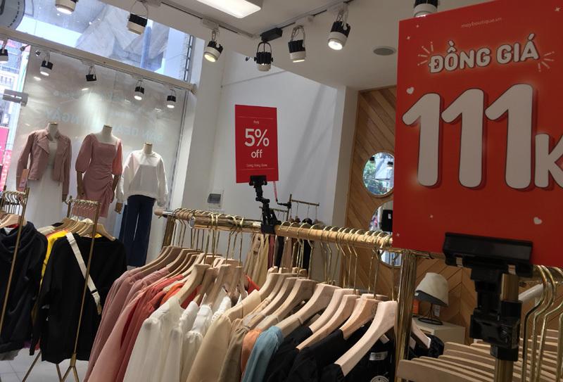 Chưa đến Black Friday đã bão giảm giá, quần áo giá 2.000 đồng-9