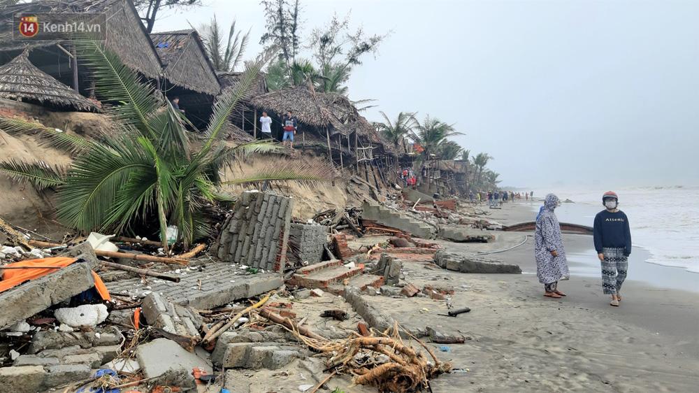 Người dân Hội An thẫn thờ nhìn bờ biển Cửa Đại, An Bàng tan hoang, hàng loạt căn nhà bị sóng biển nuốt chửng-2