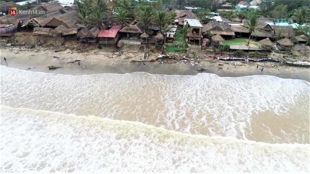 Người dân Hội An thẫn thờ nhìn bờ biển Cửa Đại, An Bàng tan hoang, hàng loạt căn nhà bị sóng biển nuốt chửng-1