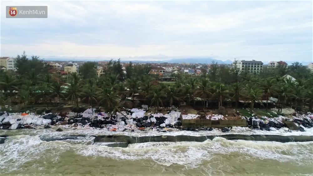 Người dân Hội An thẫn thờ nhìn bờ biển Cửa Đại, An Bàng tan hoang, hàng loạt căn nhà bị sóng biển nuốt chửng-14