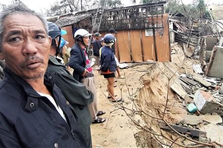 Người dân Hội An thẫn thờ nhìn bờ biển Cửa Đại, An Bàng tan hoang, hàng loạt căn nhà bị sóng biển