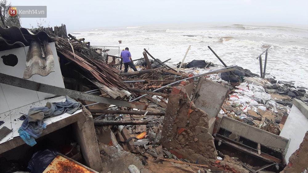 Người dân Hội An thẫn thờ nhìn bờ biển Cửa Đại, An Bàng tan hoang, hàng loạt căn nhà bị sóng biển nuốt chửng-17