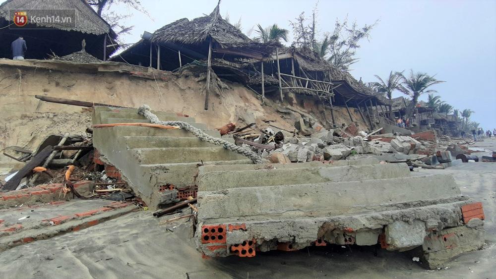 Người dân Hội An thẫn thờ nhìn bờ biển Cửa Đại, An Bàng tan hoang, hàng loạt căn nhà bị sóng biển nuốt chửng-18