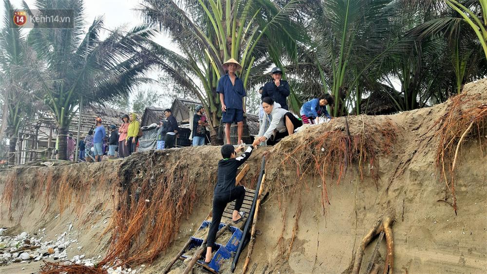 Người dân Hội An thẫn thờ nhìn bờ biển Cửa Đại, An Bàng tan hoang, hàng loạt căn nhà bị sóng biển nuốt chửng-12