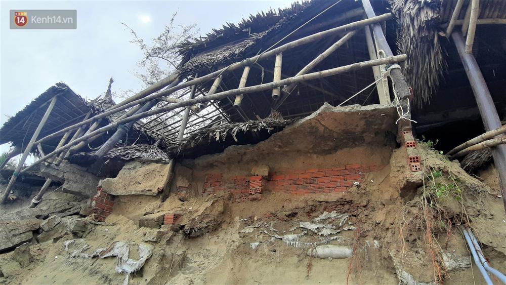 Người dân Hội An thẫn thờ nhìn bờ biển Cửa Đại, An Bàng tan hoang, hàng loạt căn nhà bị sóng biển nuốt chửng-10