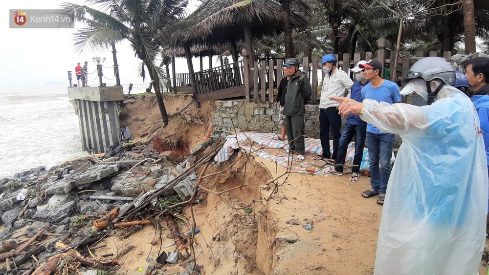 Người dân Hội An thẫn thờ nhìn bờ biển Cửa Đại, An Bàng tan hoang, hàng loạt căn nhà bị sóng biển nuốt chửng-15