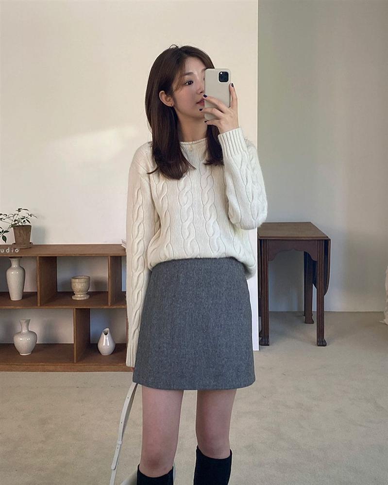 Là chân váy ngắn nhưng 4 kiểu này cực hợp mùa Đông, diện lên đã trẻ ra còn cao thêm ít nhất 5 phân-2