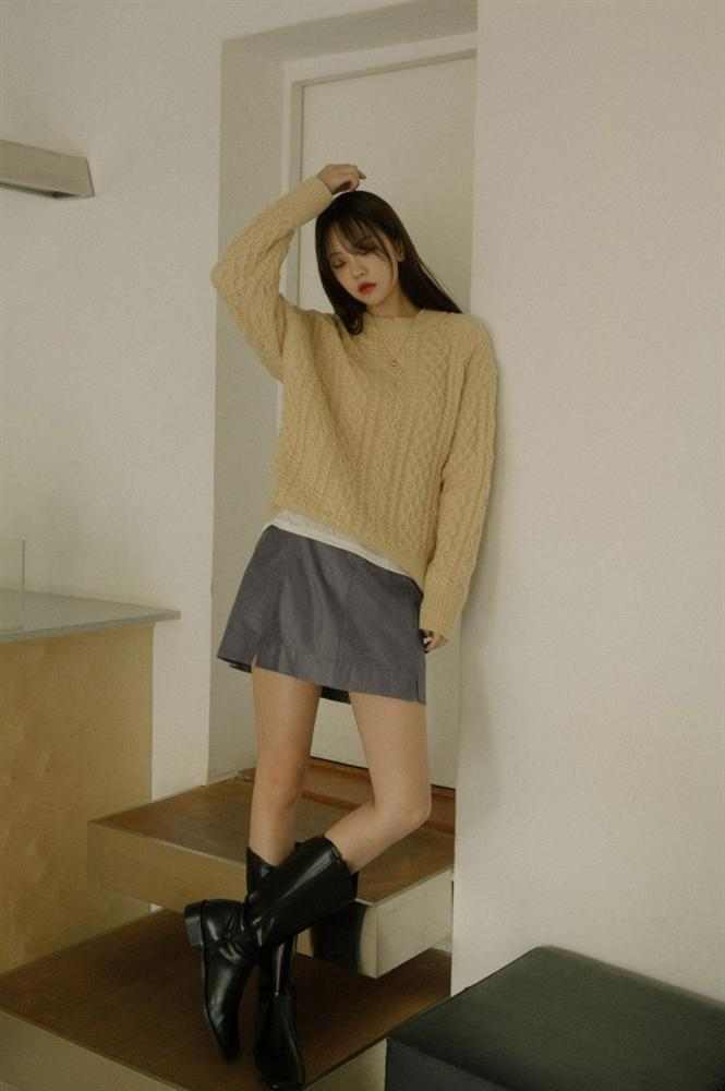 Là chân váy ngắn nhưng 4 kiểu này cực hợp mùa Đông, diện lên đã trẻ ra còn cao thêm ít nhất 5 phân-5