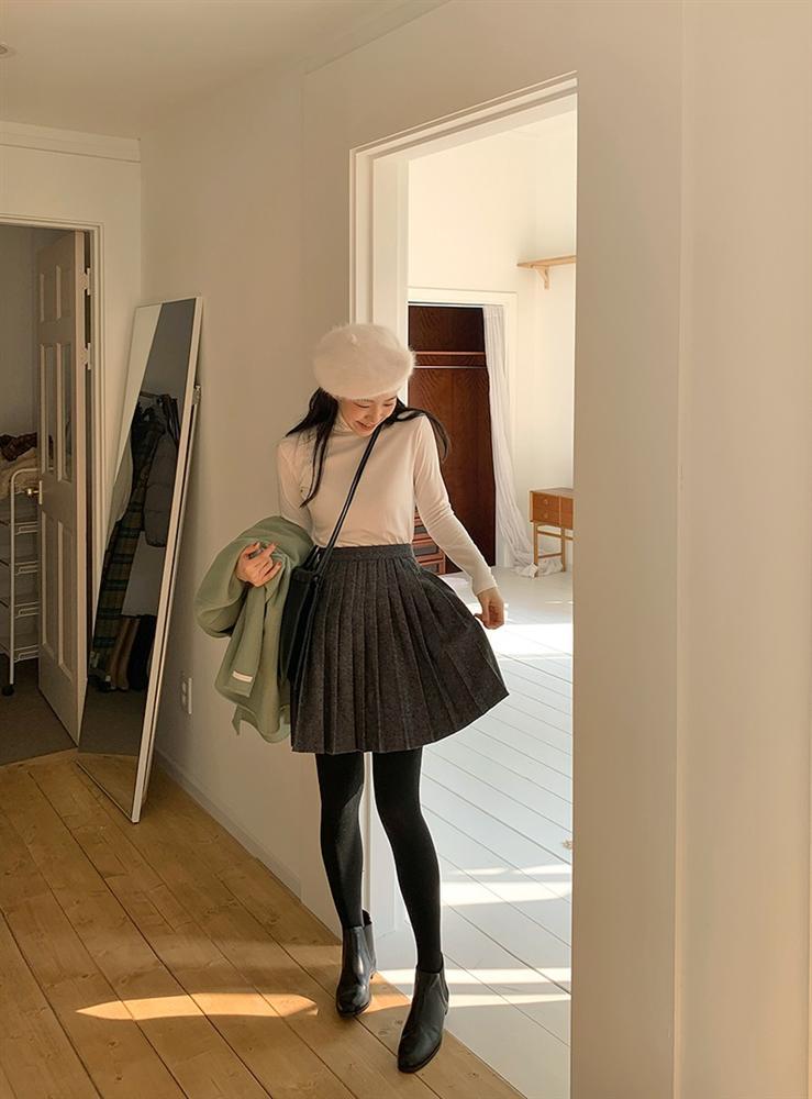 Là chân váy ngắn nhưng 4 kiểu này cực hợp mùa Đông, diện lên đã trẻ ra còn cao thêm ít nhất 5 phân-14
