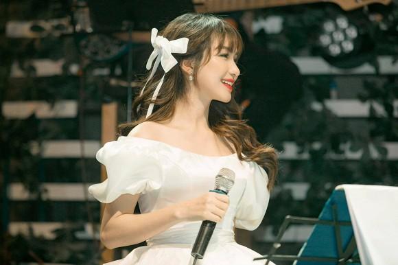 Ngày Công Phượng tổ chức đám cưới với Viên Minh, Hòa Minzy có động thái gì?-2