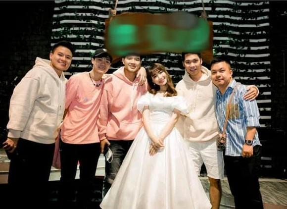 Ngày Công Phượng tổ chức đám cưới với Viên Minh, Hòa Minzy có động thái gì?-3