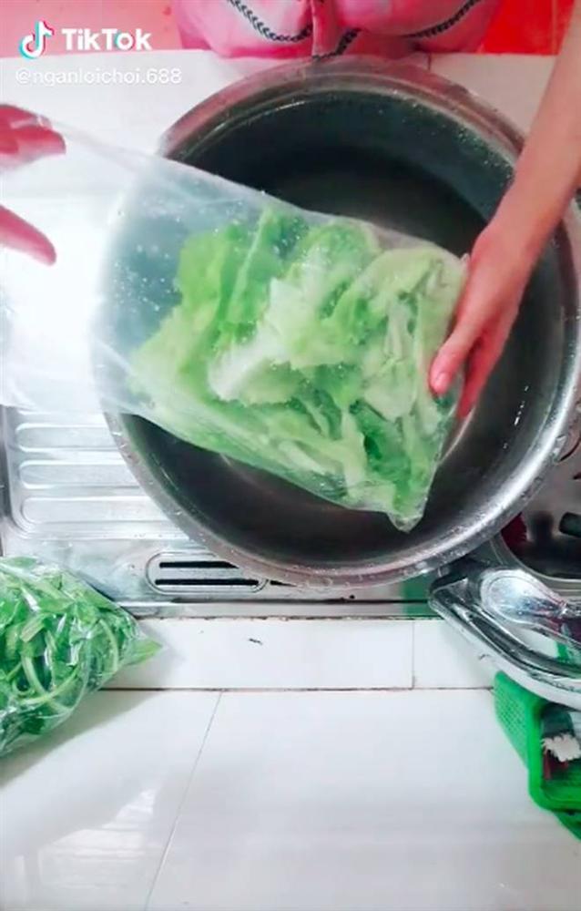 Cô gái chia sẻ mẹo hút chân không tại nhà giúp bảo quản thực phẩm được lâu hơn, tất cả chỉ nhờ thao tác đơn giản này-1