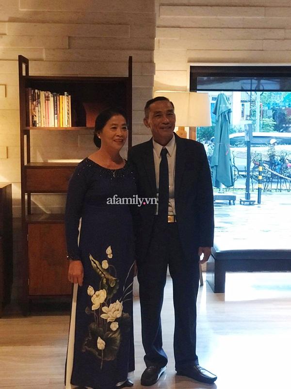 HOT: Công Phượng, Viên Minh đã đến khách sạn nhưng giữ kín hình ảnh tuyệt đối bằng lối đi riêng, bố mẹ chú rể tiết lộ bất ngờ về nàng dâu mới-6