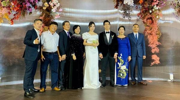 Toàn cảnh siêu đám cưới Công Phượng: Tân lang - tân nương tấp nập chúc rượu, Da LAB khuấy động không khí với hit Một Nhà-9