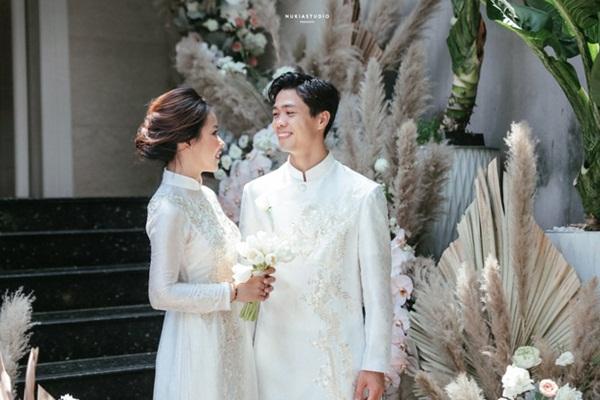 Clip HLV Park Hang-seo lên đồ trang trọng, tay bắt mặt mừng tại siêu đám cưới của Công Phượng-6