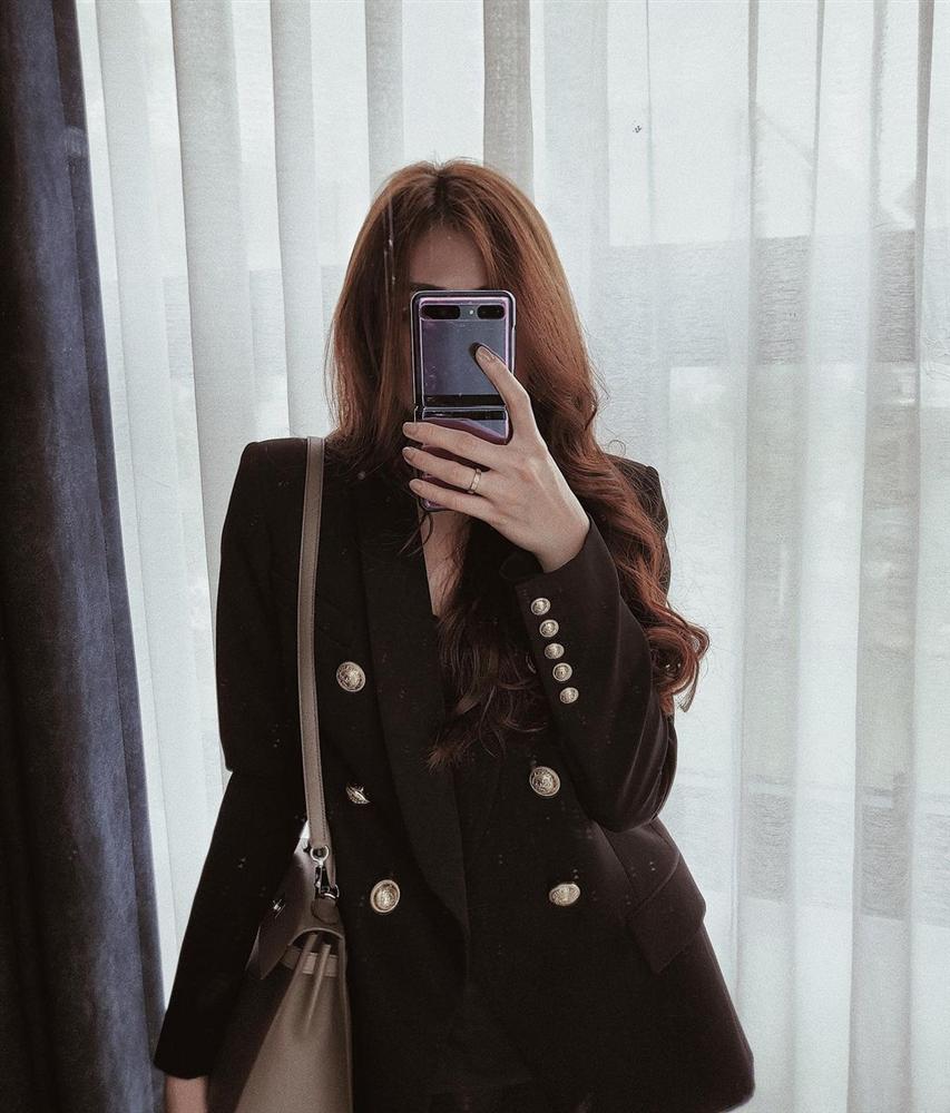 5 mẫu áo khoác được các mỹ nhân Việt lăng xê tích cực vì mặc kiểu gì cũng đẹp và 100% sành điệu-3