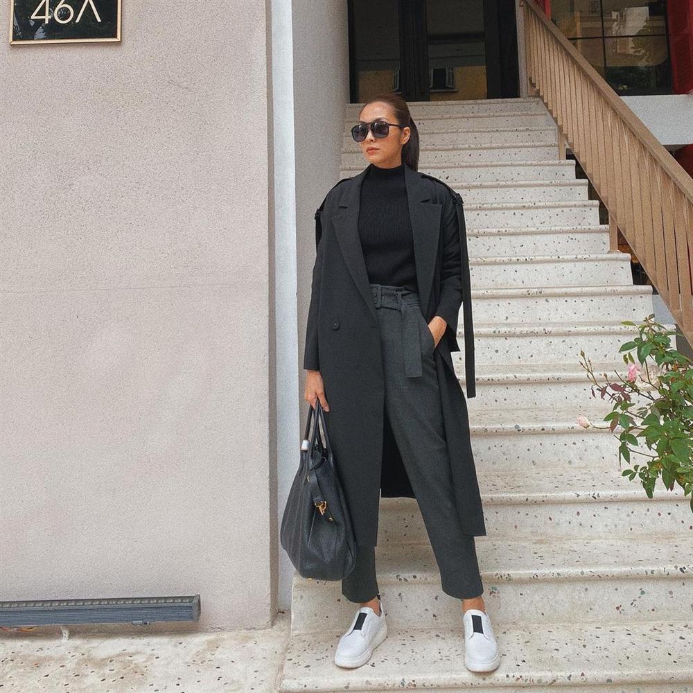 5 mẫu áo khoác được các mỹ nhân Việt lăng xê tích cực vì mặc kiểu gì cũng đẹp và 100% sành điệu-6