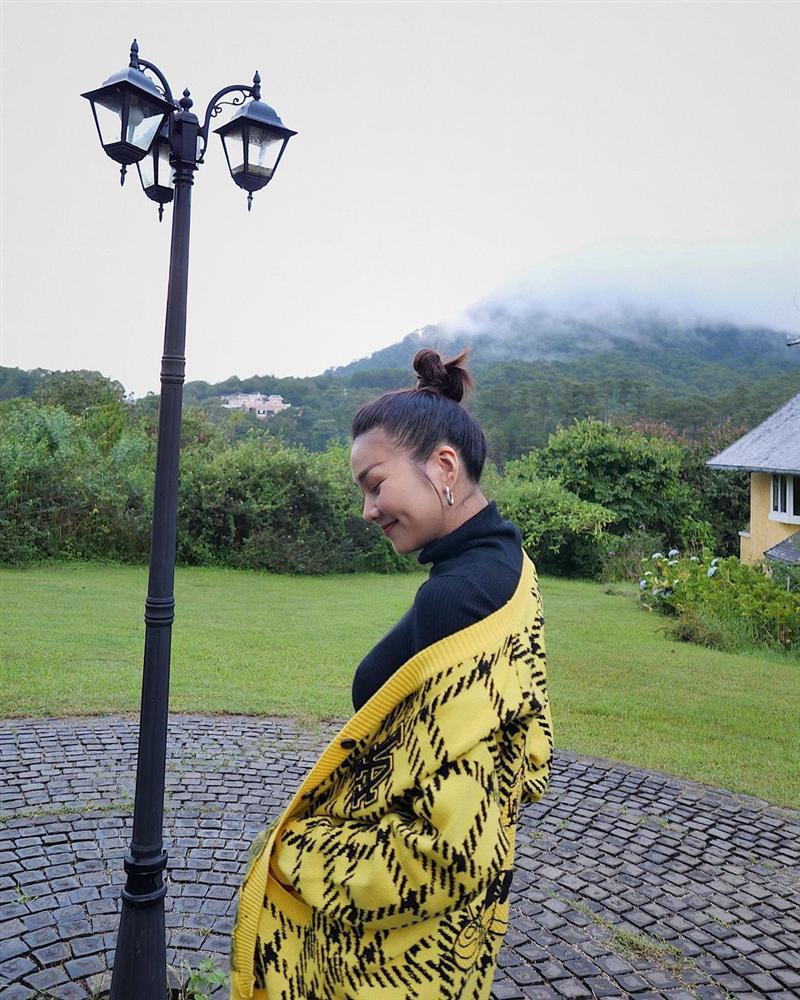 5 mẫu áo khoác được các mỹ nhân Việt lăng xê tích cực vì mặc kiểu gì cũng đẹp và 100% sành điệu-15