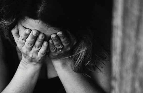 Thấy con trai bỏ nhà đi sau khi cãi nhau với vợ, bố chồng sang an ủi con dâu nhưng hành động tiếp theo mới thật sự kinh khủng-1