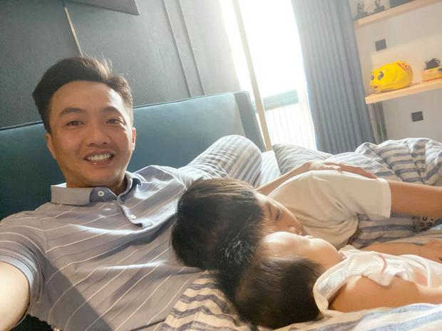 Mới 10 tuổi, Subeo đã ra dáng anh trai lớn, thay bố Cường Đô La tự mình ru em gái ngủ-3