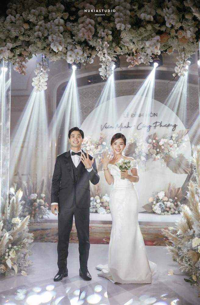 Vợ Công Phượng mặc váy cưới trơn nhẹ nhàng, cầm hoa cưới đắt đỏ khiến ai cũng liên tưởng ngay tới Song Hye Kyo-7
