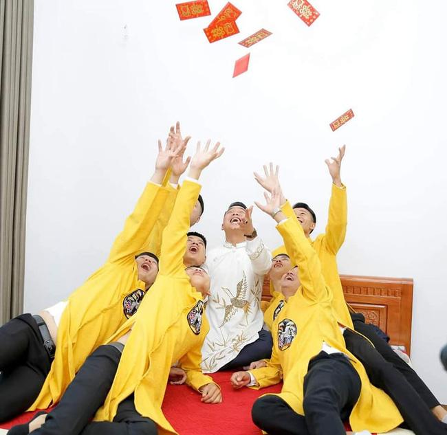 Chú rể Thái Nguyên chịu chơi, chi tiền triệu tậu dàn siêu xe bê lễ, hô biến đám hỏi trở nên chất như nước cất khiến ai cũng trầm trồ-7