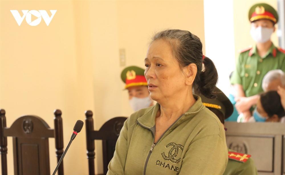 Con gái hành hạ dã man mẹ ruột 79 tuổi bị tuyên án 4 năm tù-1