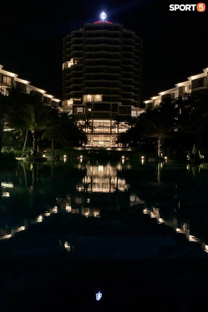 """Bật mí tiệc cưới Công Phượng - Viên Minh tại Phú Quốc trước giờ G"""": Hàng chục người tất bật chuẩn bị trong đêm-3"""