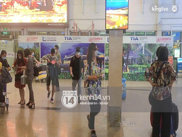 Công Phượng - Viên Minh đã xuất hiện tại sân bay Tân Sơn Nhất, chú rể tươi rói sẵn sàng cho siêu đám cưới tối nay-1