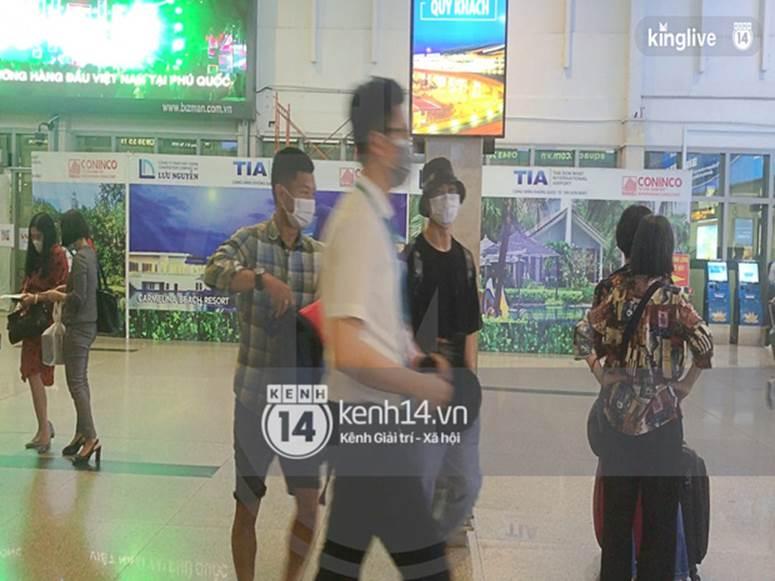 Công Phượng - Viên Minh đã xuất hiện tại sân bay Tân Sơn Nhất, chú rể tươi rói sẵn sàng cho siêu đám cưới tối nay-2