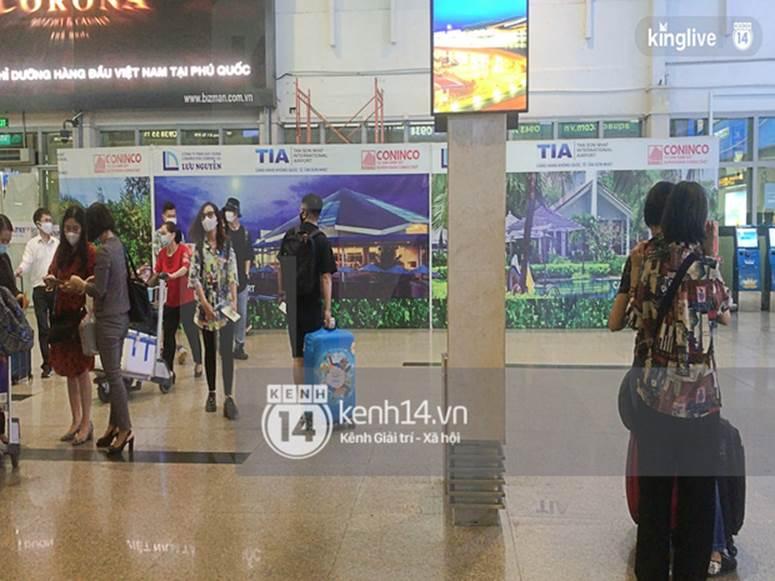 Công Phượng - Viên Minh đã xuất hiện tại sân bay Tân Sơn Nhất, chú rể tươi rói sẵn sàng cho siêu đám cưới tối nay-3