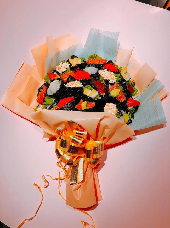 Sốt với bó hoa sushi lạ mắt, giá hơn 1 triệu đồng làm quà tặng thầy cô ngày 20/11-1