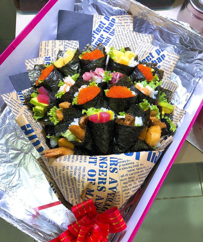 Sốt với bó hoa sushi lạ mắt, giá hơn 1 triệu đồng làm quà tặng thầy cô ngày 20/11-2