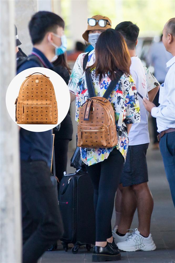 Cặp đôi Công Phượng - Viên Minh giản dị xuất hiện ở sân bay, thể hiện tình cảm cực tinh tế bằng 1 món hàng hiệu-9