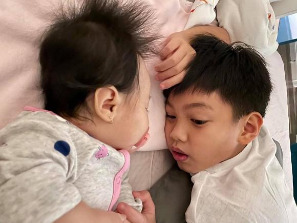 Đàm Thu Trang tiết lộ 1 thói quen của Subeo, không ngờ cậu bé nhỏ tuổi mà sống tình cảm đến thế, bố Cường Đô la thật biết dạy con-1