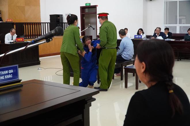 VKS đề nghị tử hình bố dượng, tù chung thân với mẹ ruột vụ bạo hành con gái 3 tuổi đến chết-4