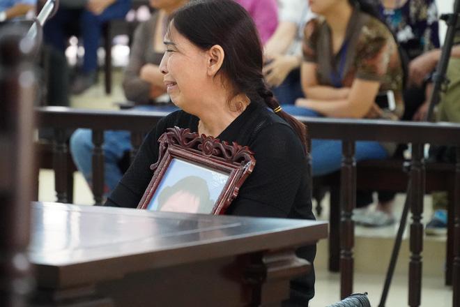 VKS đề nghị tử hình bố dượng, tù chung thân với mẹ ruột vụ bạo hành con gái 3 tuổi đến chết-9
