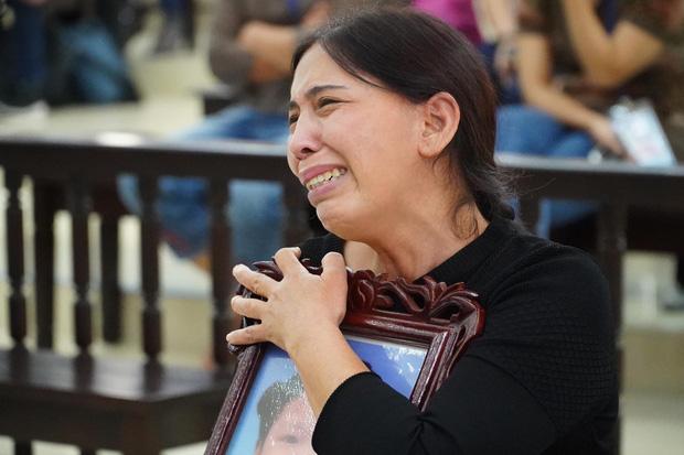 VKS đề nghị tử hình bố dượng, tù chung thân với mẹ ruột vụ bạo hành con gái 3 tuổi đến chết-5