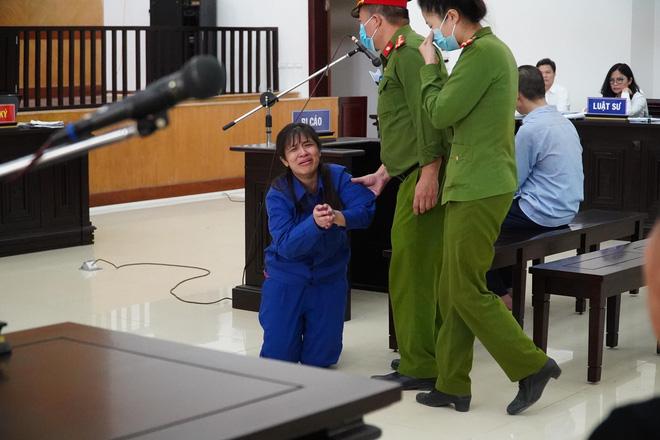 VKS đề nghị tử hình bố dượng, tù chung thân với mẹ ruột vụ bạo hành con gái 3 tuổi đến chết-3