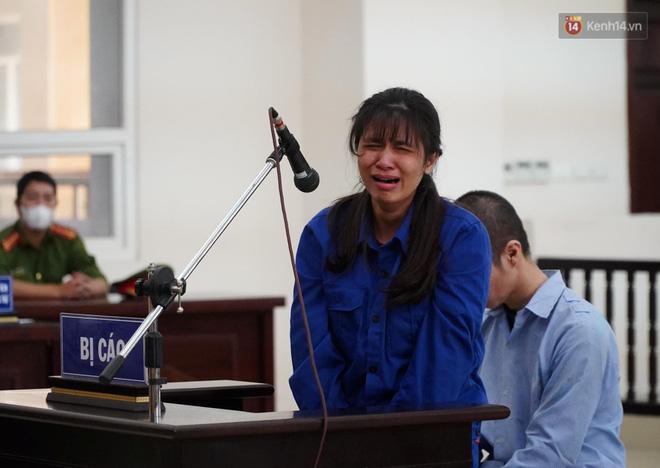 Nữ bị cáo bạo hành con gái 3 tuổi đến tử vong quỳ gối, gào khóc xin lỗi mẹ đẻ và bố mẹ chồng: Bị cáo chưa bao giờ thôi dằn vặt với bản thân mình-3